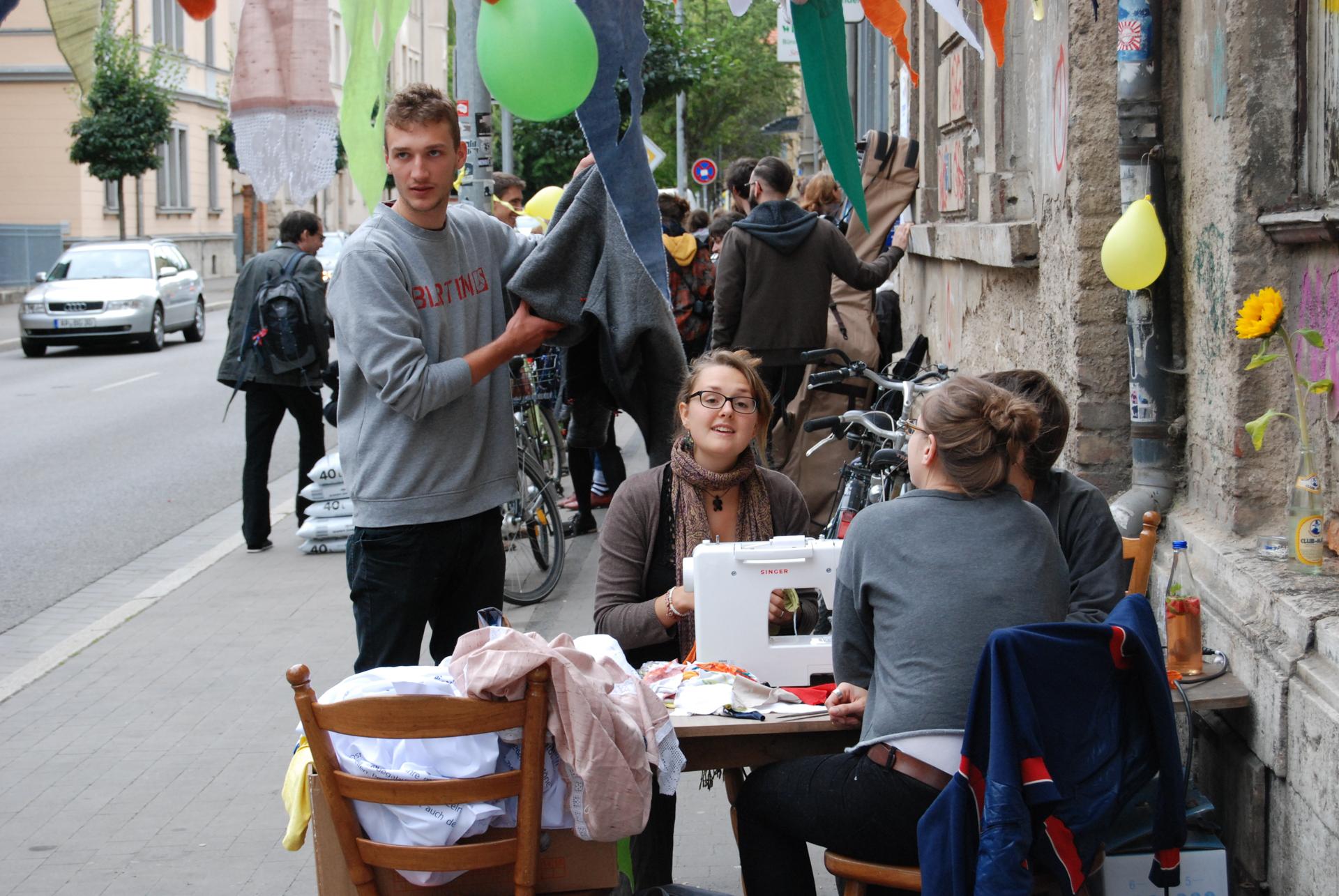 (Mehrzweckräume. Ein Straßenfest für die Trierer Straße – Kollektiv Raumstation)